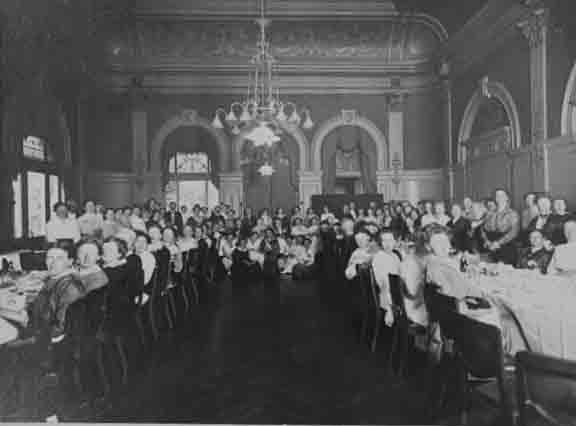 Aletta Jacobs diner met leden van de Vereniging voor vrouwenkiesrecht Collectie IAV Atria 100005806