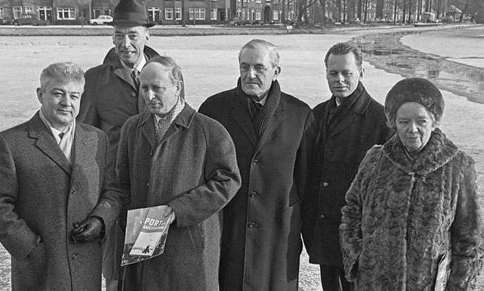 ko mulder met andere juryleden voor prijsvraag stadhuis amsterdam 1968