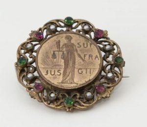 broche international woman suffrage alliance met motto Jus Suffragii