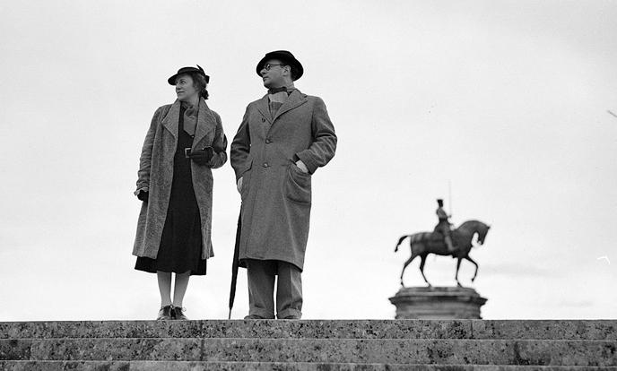elka schrijver en broer herman in 1937