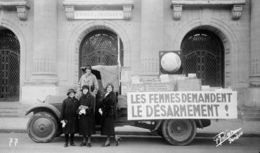 photo of signature campaign for disarmament by the peace and disarmament committee of the women's international organisations 1932